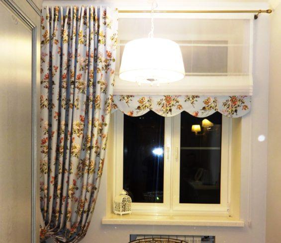 Комплект штор в кухню городской квартиры