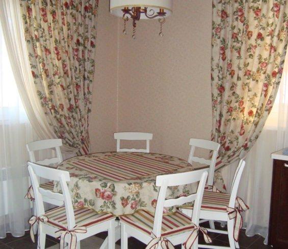 столовое белье ,сидушки и шторы  на кухню в кантри стиле