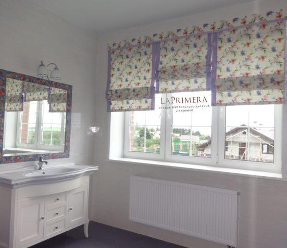 Коминированая римская штора для ванной комнаты