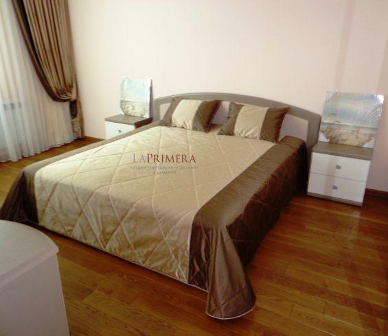 Покрывало и подушки из комбинированных тканей