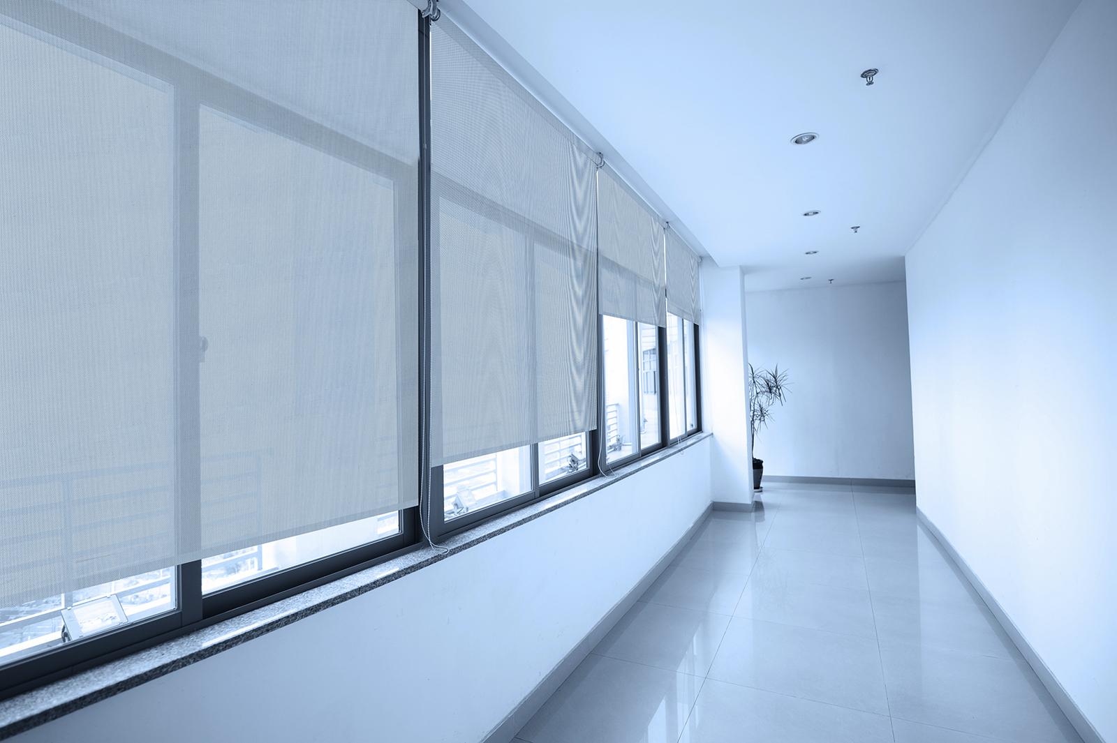 Ткань Скрин для рулонных штор подходит для общественних помещений
