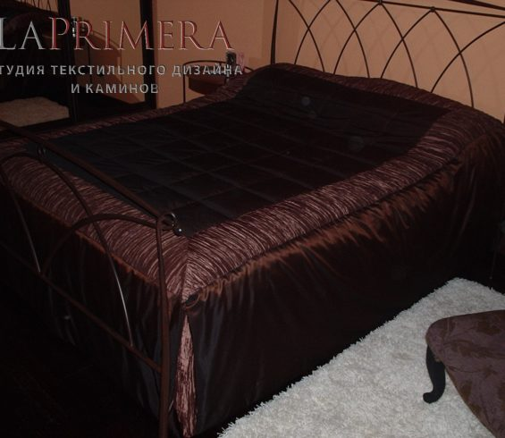 Покрывало из тафты цвета шоколад в сочетании с жатой тканью для молодой девушки
